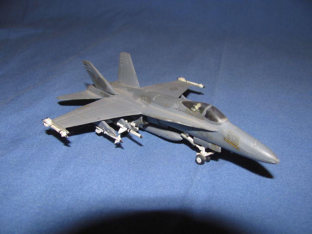 1/144 US F-18 $3